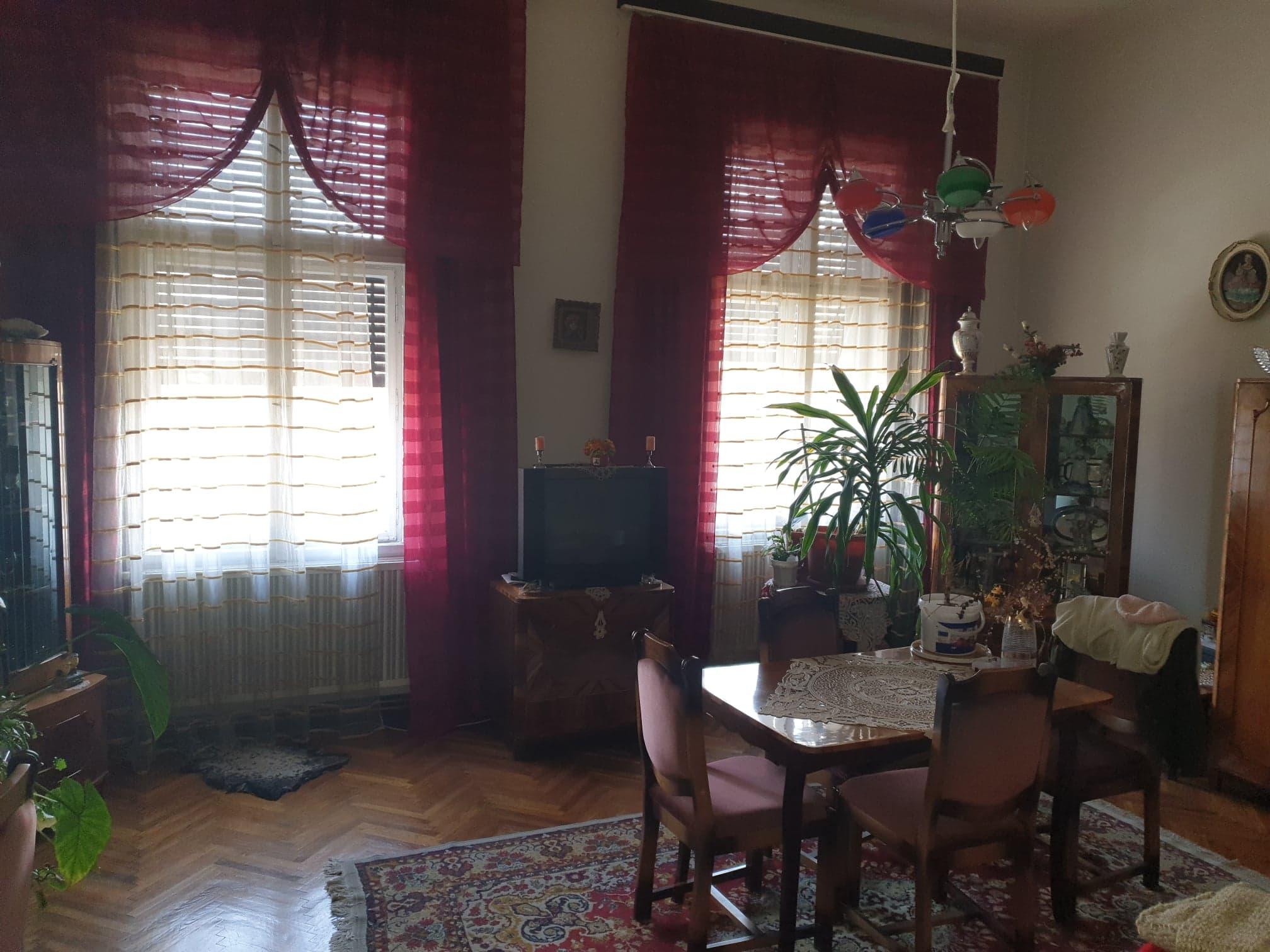 Apartament la casa de vanzare, parc 1 Decembrie – AP0839